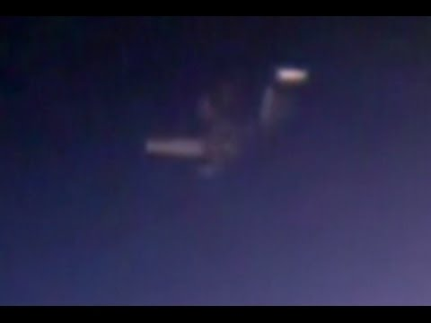 Трансляцию с камеры МКС прервало НЛО.