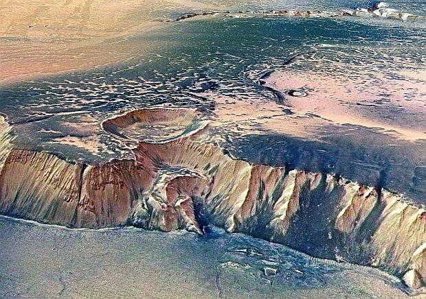 Ученые раскритиковали теорию NASA о наличии на Марсе соленой воды